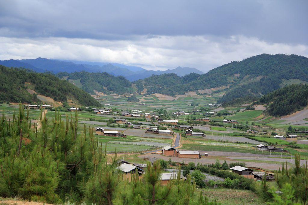 西接迪庆藏族自治州维西县